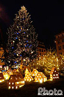 Photo : Decoration de noel (Village alsacien mis en lumiere), Place Kléber, Strasbourg, Bas-Rhin (67), Alsace, France