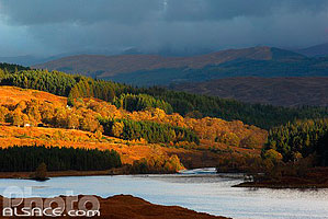 Photo : Loch Poulary, Glen Garry, Highlands, Scotland, United Kingdom