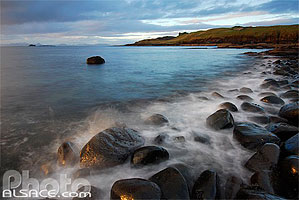 Photo : Plage de galets, Duntulm Castle, Isle of Skye, Highlands, Scotland, United Kingdom, Highlands, Scotland
