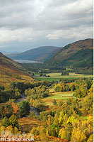Photo : Strath More et River Broom vue depuis la route A832, Wester Ross, Highlands, Scotland, United Kingdom