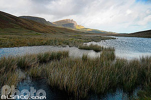 Photo : Loch Fada et Old Man of Storr, Isle of Skye, Highlands, Scotland, United Kingdom