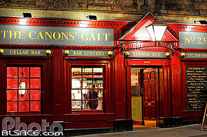 Photo : The Canons' Gait Bar, Canongate, Edinburgh, Lothian, Scotland, United Kingdom