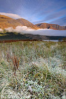 Photo : Gelées matinale au bord du Loch Lochy et Meall na Teanga, Highlands, Scotland, United Kingdom