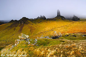 Old Man of Storr dans la brume, Isle of Skye, Highlands, Scotland, United Kingdom