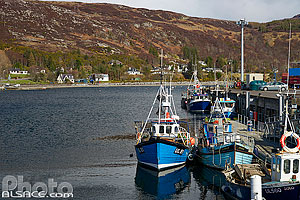 Photo : Ullapool pier, Wester Ross, Highlands, Scotland, United Kingdom