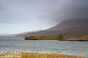 Loch Assynt et Ardvreck castle, North West Sutherland, Highlands, Scotland, United Kingdom