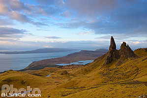 Photo : Old Man of Storr et Sound of Raasay, Isle of Skye, Highlands, Scotland, United Kingdom