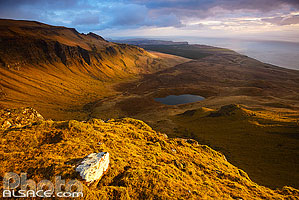Coire Scamadal et Loch Scamadal, Isle of Skye, Highlands, Scotland, United Kingdom