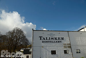 Photo : Talisker Distillery, Carbost, Isle of Skye, Highlands, Scotland, United Kingdom