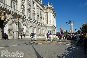 Photo : Relève de la Garde, Palacio Real (Palais Royal), Madrid, España, Comunidad de Madrid, España