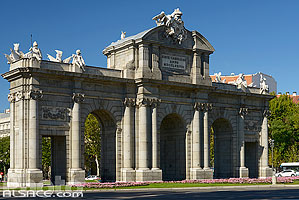 Photo : Puerta de Alcala, Plaza Independencia, Madrid, España