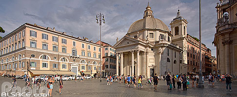 Photo : Basilique Santa Maria in Montesanto, Piazza del Popolo, Rome, Latium, Italie