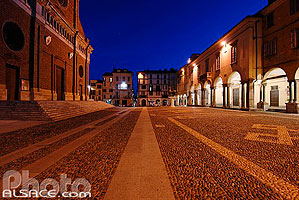 Photo : Piazza del Duomo, Pavia, Lombardie, Italie