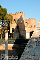 Photo : Porta San Paolo, Roma, Latium, Italie