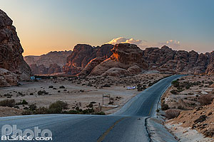 Route en direction de Siq al-Barid (Little Petra) le soir, Ma'an, Jordanie