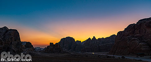 Photo : Paysage de Siq al-Barid (Little Petra) au coucher de soleil, Ma'an, Jordanie
