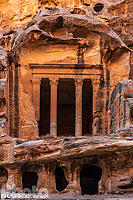Photo : Triclinium de Siq al-Barid (Little Petra), Ma'an, Jordanie, Ma'an, Jordanie
