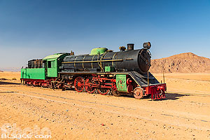 Photo : Ancienne locomotive à vapeur à la station de train du Wadi Rum (Wadi Rum Station), Aqaba, Jordanie