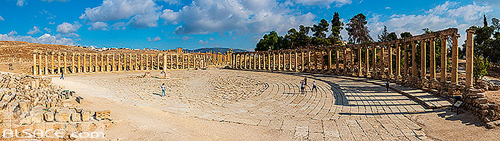 Photo : Forum de la cité antique de Jerash (plus grand forum de l'Empire romain), Jordanie, Jerash, Jordanie