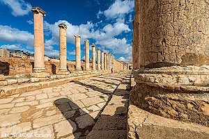Photo : Voie à colonnade, Cité antique de Jerash, Jordanie