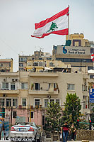 Photo : Drapeau du Liban sur le toit de la Bank of Beirut, Remeil, Beyrouth, Liban