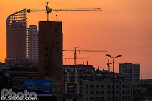 Photo : Marina Towers et immeuble de Beyrouth au crépuscule, Beyrouth, Liban