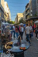 Fête d'Halloween dans la rue Hamra rendu piétonne pour l'évenement, Ras Beyrouth, Beyrouth, Liban, Beyrouth, Liban