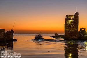 Entrée du port de pêche de Byblos au crépuscule, Jbeil, Mont-Liban, Liban, Mont-Liban, Liban