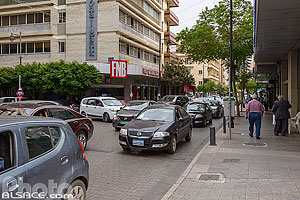 Photo : Circulation automobiles rue Hamra, Ras Beyrouth, Beyrouth, Liban