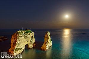 Eclipse totale de lune du 21 janvier 2019 et la Grotte aux Pigeons (Raouché), Ras Beyrouth, Beyrouth, Liban, Beyrouth, Liban