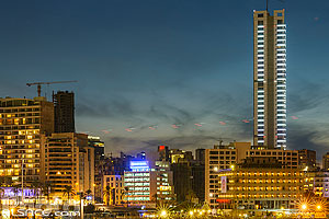 Photo : Immeubles de Zaitunay Bay la nuit, Marfaa, Beyrouth, Liban