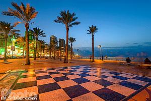 Photo : Corniche Ain El-Mreisse au crépuscule, Début de la corniche de Beyrouth, Dar Mreisse, Beyrouth, Liban