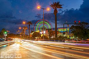 Photo : Grande roue du Luna Park et la route de la corniche de Beyrouth la nuit, Rue du General De Gaulle, Manara, Ras Beyrouth, Beyrouth, Liban