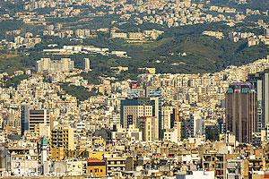 Photo : Urbanisation autour de Beyrouth vue depuis Achrafieh, Beyrouth, Liban