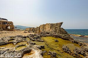 Photo : Le mur phénicien de Batroun (ou rempart phénicien ou mur de la mer), Batroun, Liban-Nord, Liban