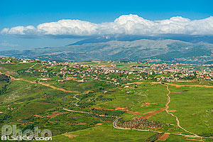 Photo : Villages Qlayaa et Khiam et le Mont Hermon dans le nuages, Qlayaa, Nabatieh, Liban