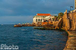 Restaurant Zuruni sur la corncihe de Beyrouth, Corniche Ain El-Mreisse, Dar Mreisse, Beyrouth, Liban, Beyrouth, Liban