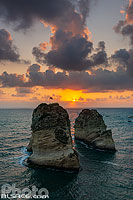 Photo : Grotte aux Pigeons (Raouché) au coucher de soleil, Ras Beyrouth, Beyrouth, Liban, Beyrouth, Liban