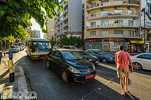 Photo : Circulation automobile rue de l'Indépendance et place Sassine, Achrafieh, Beyrouth, Liban