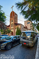 Photo : Eglise Wardieh et circulation rue Souraty, Hamra, Ras Beyrouth, Beyrouth, Liban