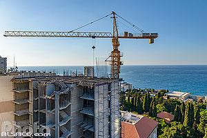 Photo : Chantier et grue de construction d'un immeuble, Dar Mreisse, Beyrouth, Liban
