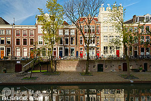 Photo : Immeubles le long du canal Oudegracht, Utrecht, Pays-Bas