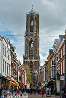 Photo : Servetstraat et Tour de la cathédrale (Domtoren), Utrecht, Pays-Bas