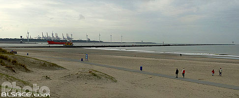 Photo : Plage de Hoek van Holland et port de Rotterdam en arri� plan, Zuid-Holland, Pays-Bas