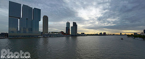 Photo : Nieuwe Maas (Nouvelle Meuse), Rotterdam, Zuid-Holland, Pays-Bas