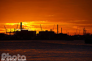 Photo : Port de Rotterdam au coucher du soleil, Zuid-Holland, Pays-Bas