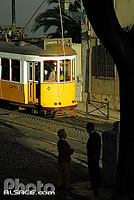 Photo : Tramway n°28, Quartier de l'Alfama, Lisboa, Portugal