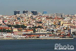 Photo : Vue sur Lisboa et le port, Portugal