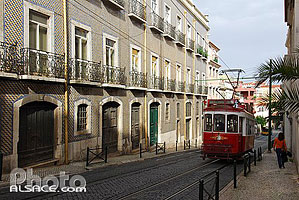 Photo : Tramway touristique, Rua das Janelas Verdes, Lisboa, Portugal