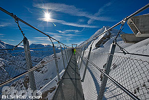 Photo : Titlis Cliff Walk (pont suspendu au sommet du Titlis), Engelberg, Obwalden, Suisse